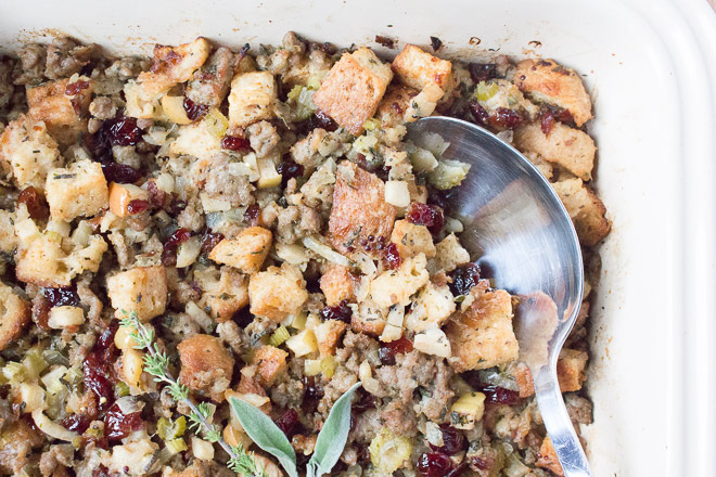 gluten-free-sausage-apple-cranberry-stuffing