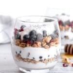 pin for breakfast yogurt parfait